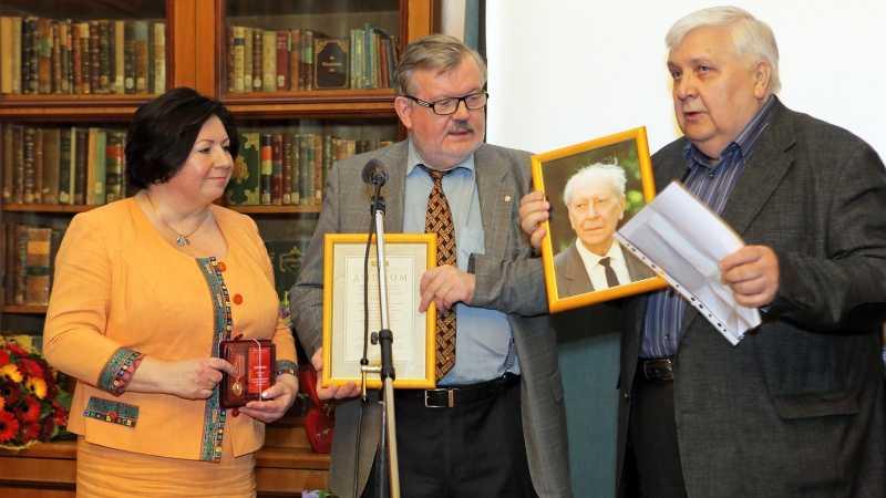 Премия Лихачева 2016 вручена Тончу Е.А.