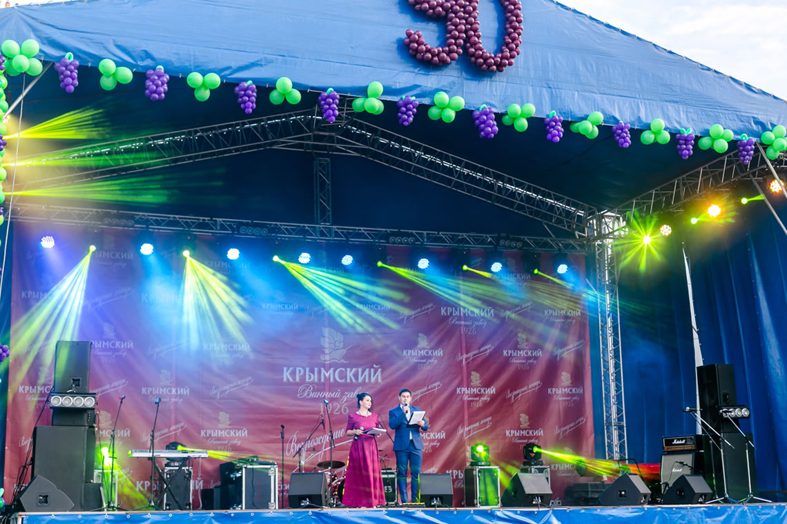 """""""Крымский винный завод"""" отметил свой 90-летний юбилей в центре Крымска"""