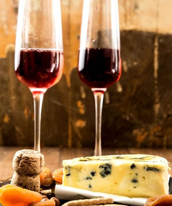 Красное шампанское к сырным десертам