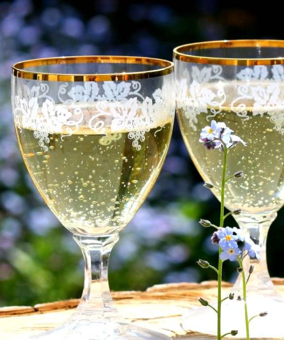 «Аморе Аппассионато» - Белый винный газированный напиток для девушек